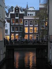 AMSTERDAM Nov 2014 (streamer020nl) Tags: bridge holland water netherlands amsterdam night evening canal nederland bikes pont brug singel brcke fietsen herengracht niederlande gracht 2014 beulingsloot 131114 13nov2014