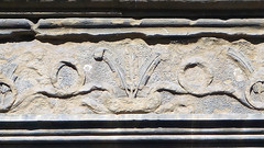 Alberti, Palazzo Rucellai, detail with Medici insignia of diamond ring and three feathers