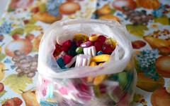 Sweet! (Minchioletta) Tags: candy canonae1 fujisuperia400 caramelle fujisuperiaxtra400 c41 50mmlens canonfd50mmf18 canonfd50mm caramellegommose analogicait lomographyandvintagecameras