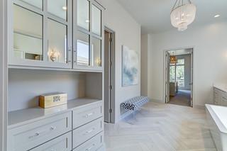 20 Master Bath-Closet