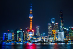 Shanghai Skyline close up (Juujuu Photoshots) Tags: china city urban panorama building water skyline architecture night canon river lights asia eau long exposure view skyscrapers shanghai nightshot lumire horizon towers cityscapes exposition 7d asie pudong extrieur nuit btiment hdr ville chine urbain 2016 longue megacity megalopole canon7d