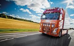 mikaelnilsson-volvofh4-highway-topbar_9616 (truxab) Tags: red orange highway naranja röd trux topbar lacquered a162 g164 mikaelnilsson lackerad volvofh4globxl truxab