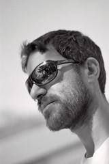 volutt... (quercus cerris) Tags: nikon bn uomo francia occhiali pellicola profilo occhialidasole nikonf90