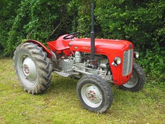 Tracteur MASSEY-FERGUSON 35 (xavnco2) Tags: old red tractor france club rouge traktor farm agriculture fte 35 tracteur picardie ancien vecchio trattore somme agricoltura 2016 agricole anciens masseyferguson aava vhicules pernois
