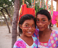 Wayuu Girls (PAOLA SUAREZ DURAN ::MY VIEW::) Tags: colombia guajira wayugirls artesanas beautifulgirls tejedoras northcolombia child people outdoor artisans creativegirls rancheriawayu