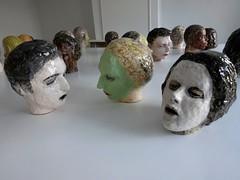 Watou 2016 02953 (enemyke) Tags: watou watou2016 2016 kunst art arte kunstenfestival belgi mededogen dekrachtvanmededogen kunstenfestivalwatou2016 hm florin maenflorin koppen hoofden heads cabezas keramiek glazuur