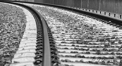Sigue los rales... (J.Gargallo) Tags: via railes ferrocarril tren blancoynegro blackwhite blackandwhite byn bw canon canon450d canonefs18200 450d eos eos450d castelln comunidadvalenciana espaa
