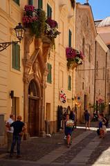 Alghero - Sassari (Massimo Frasson) Tags: sardegna italy italia mare gente sassari oldcity vacanze alghero centrostorico