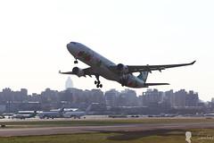 EVA AIR A330-300 B-16332 Hello Kitty (Steven Weng) Tags: hello canon eos eva air taiwan kitty tsa taipei a330300 rcss  b16333