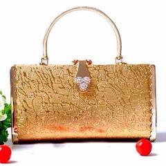 กระเป๋าคลัชออกงาน กระเป๋าถือผู้หญิงแฟชั่นเกาหลีหรูหราเข้าชุดราตรีและงานแต่ง นำเข้า ลายไม้แบบเจ้าหญิง สีทอง AP2548 - พร้อมส่ง ราคา1500฿ กระเป๋าถือแฟชั่น สำหรับผู้หญิงที่ต้องสวยครบเซทสีทองอร่ามแบบกระเป๋าแบรนด์ดังต้องกระเป๋าออกงานราตรีสไตล์คลัทช์และกระเป๋าไป