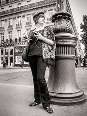 Parisienne B&W (mouzhik) Tags: blackandwhite bw paris blancoynegro monochrome canon noiretblanc streetphotography nb monochrom youngwoman bianconero parijs parisian biancoenero pars blanconegro zemzem parisienne  photoderue muzhik pary mujik parys  jeunefemme parisina schwarzweis   pariisi parisiense   photographiederue  parizo moujik fotografiadistrada fotoderua parigina pariserin strasenfotografie  mouzhik       pars y  prizs