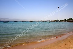 Great Revolt Flag, Aqaba, Jordan (Travel around Spain) Tags: playa bandera aqaba jordania marrojo orientemedio