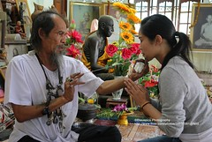 Ayutthaya, Ajaan Kob, Blessing for the New Year (blauepics) Tags: woman face tattoo thailand gesicht invisible steel traditional tattoos explore needle experience thai oil frau spiritual yantra gob l ayutthaya tattooing stahl kob unsichtbar sak nadel erfahrung spirituell ajarn yant traditionelle ttowieren ajaan oiltattoo