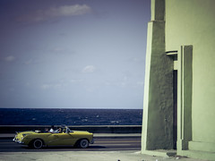 Havanna (gies777) Tags: auto travel blue vacation colors yellow azul havana cuba olympus amarillo gelb malecon oldtimer caribbean blau habana cabrio havanna kuba omd reise farben cabriolet lahabana karibik mft uscar em5
