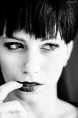 Beatrice (greta.ferrari - ombre a colori) Tags: monocromo donna nikon foto persone occhi sguardo e bianco ritratto nero disegno viso madre biancoenero interni capelli sfondo bambino figlio ritrattodonna d5100