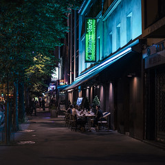 Paris by night (Photo-LB) Tags: paris france colors night restaurant nikon couleurs bleu route streetphoto asie ruelle capitale 13 58mm nuit paris13 parisbynight formatcarr parisxiii nikon58afs
