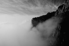 Despertar entre la niebla (Luis Manuel MICHETO) Tags: montserrat niebla bw byn micheto