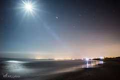 Une nuit  la plage. (mkl.photo1) Tags: light moon water beautiful night lune landscape star nikon photographer nightscape beaut extrieur plage vacance nikonfr
