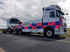 Volvo FH13 Front Suspending Renault Unit (JAMES2039) Tags: pn09juc volvo tow towtruck truck lorry wrecker heavy underlift heavyunderlift 6wheeler frontsuspend cardiff rescue breakdown ask askrecovery recovery fh13 renault trange tractorunit unit tractor