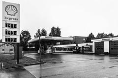 Iisalmi (Tuomo Lindfors) Tags: bar suomi finland cafe garage shell gasstation dxo baari kahvila iisalmi huoltoasema filmpack shellexpress