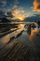 Sunset at Sakoneta beach, in Deba (Alfredo.Ruiz) Tags: ocean sunset sea sun rock clouds alga sakoneta deba flysch