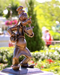 Dippy Dog (jordanhall81) Tags: statue bronze goofy dog dippy fab five mickey mouse classic cartoon hub display main street usa magic kingdom mk walt disney world wdw resort theme park amusement orlando florida sunshine bright lake buena vista lbv bokeh