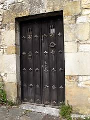 Puerta / Door (Rafa Gallegos) Tags: door old espaa vintage spain puerta antiguo cantabria santillanadelmar