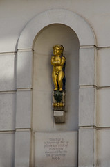 Golden boy (Spannarama) Tags: london uk cherub boy goldenboy sculpture commemorative greatfireoflondon