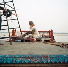 Sadhu -  Varanasi - India (waex99) Tags: india man film kodak iii religion sacre holy sacred varanasi tradition agfa hindu portra ganga sadhu inde ganges ghats 400iso benares 2014 isolette sadou indou sacree