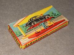 Bote jouet ELEVATEUR pour automobiles (xavnco2) Tags: car toy ramp box plastic pont automobiles jouet plastique bote hydraulic giocattoli lvateur