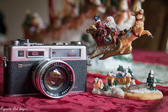 Santa Came Early (magnetic_red) Tags: santa christmas camera red reindeer yashica electro35gsn ilobsterit
