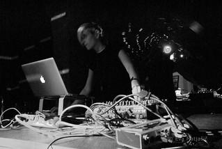 Lezbična četrt 2014; Klubski večer z Nino Hudej in Nina Belle; Pritličje
