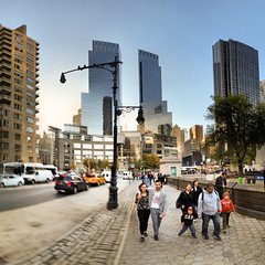 New-York - 11-11-2014 - 17h36 (Panoramas) Tags: nyc sky people panorama usa newyork david buildings walking square couple skyscrapers time towers perspective center cobblestones ciel warner format tours mustafa childs personnes hdr gens ptassembler carr abadan kemal immeubles etatsunis marchant damrique multiblend