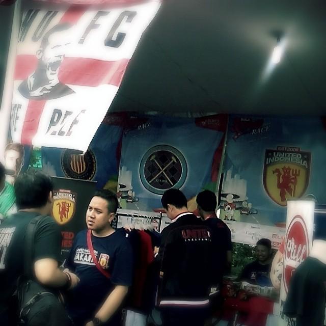 Lokasi Nobar: Booth Manchester United United Indonesia @UtdIndonesia di #SportsRace2014 bareng @bolanewscom @tabloidbola @gandariacity