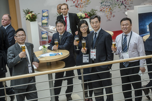 The Chinese delegation enjoys the reception
