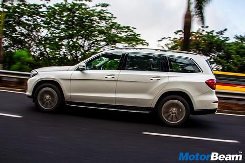 2016-Mercedes-GLS-2