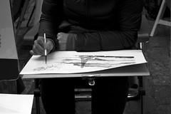 DSC_0599 (nickylerario) Tags: monocromo monochrome blackandwhite blancoynegro paris monmartre streetphotography documental artistas callejero musicos arpa novia chello cello francia dibujos pintura pintores artist