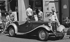 MG Midget 1935 (frscspd) Tags: cambridge film vintage vintagecar pentax market 85mm mg ms ilfordxp2 mx ilford marketsquare filmgrain pentaxmx markethill mgmidget1935 ssy655 ilfordxp2400bw cdccc 20160430 cambridgedistrictclassiccarclub cdcccrally 49630030