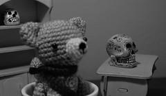 MINIATURAS PAULA (jpi-linfatiko) Tags: blackandwhite bw blancoynegro monochrome toys skull monocromo miniatures blackwhite nikon dof bn depthoffield desenfoque amigurumi juguetes calavera blanconegro calaca miniaturas d5200