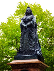 Long Did She Reign (Steve Taylor (Photography)) Tags: art digital statue sculpture black brown green white cool lady woman newzealand nz southisland canterbury christchurch cbd city tree queen victoria