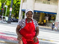 Retrato na rua (Bruno Nogueiro) Tags: retrato portrait color colorido red vermelho d7200 cameraraw 35mm18 work trabalhadora composio composition centro sp sampa sopaulo ruaxavierdetoledo