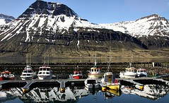 Reflexos no fiorde! (puri_) Tags: islandia fiorde montanha neve reflexos barcos ancoradouro picmonkey eskifjordur