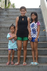 mother and daughters on pedestrian bridge stairs (the foreign photographer - ) Tags: mother two daughters pedestrian bridge stairs khlong lard phrao portraits bangkhen bangkok thailand nikon d3200