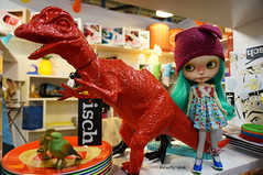 25 Nov 2014......Penny met some new-old friends at the Antique Mall