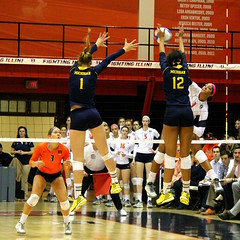 Blocking Criswell (RPahre) Tags: clairekiefferwright krystalyngoode morgannecriswell illinois universityofillinois universityofmichigan huffhall huff volleyball b1g bigten champaign robertpahrephotography copyrighted donotusewithoutwrittenpermission