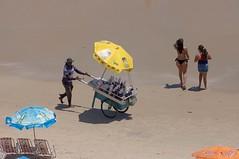 Raspadinha (pmenge) Tags: praia pessoas areia carrinho rasparaspa 100400 raspadinha 5diii