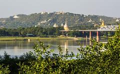 Colina de Sagaing (guillenperez) Tags: bon rio ava river temple pagoda inn san asia burma hill sacred wa myanmar southeast paya colina sagrada templo mye irrawaddy mahar inwa sudeste aung sagaing asiatico birmania estupa ayeyarwadi