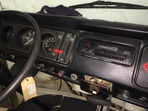Radio inbouw, bedrading weer netjes gemaakt