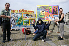 Global march against Monsanto (Red Cathedral uses albums) Tags: brussels sony guyfawkes streetphotography greenpeace alpha anonymous gmo brussel greve larp monsanto betoging monsatan redcathedral staking ttip globalclimatemarch a850 eventcoverage sonyalpha aztektv stoptafta jesuisbruxelles nuitdebout placedelarbertine stopregeringmicheldewever
