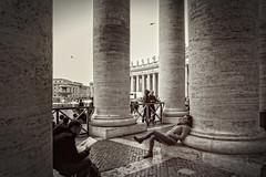 Hanging Around (Frank van Dam Utrecht) Tags: rome stpetersbasilica hss